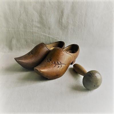 """フランス古道具 \"""" S\"""" 生活の道具-木靴_e0051968_12333551.jpg"""