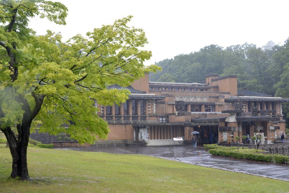 帝国ホテル中央玄関と青もみじ_e0373930_20595516.jpg