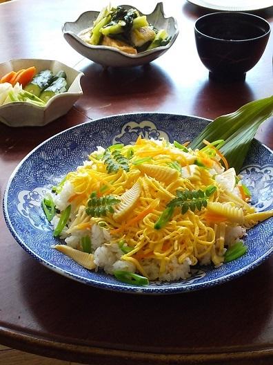 たけのこ寿司と、庭の花_d0319943_07555768.jpg