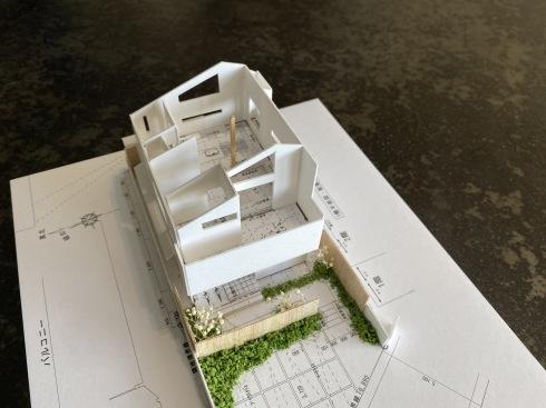 ~家での時間が豊かに広がる~『2階ピットリビングのある家』の模型をホームページに記載しました_d0082356_08550903.jpg