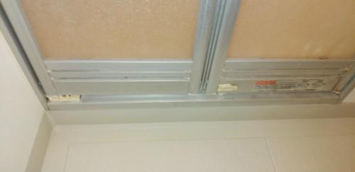 お風呂場のドア換気口の汚れを綺麗にしていきます_c0221059_13192644.jpg