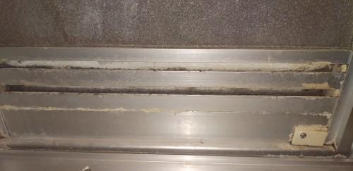 お風呂場のドア換気口の汚れを綺麗にしていきます_c0221059_13214155.jpg