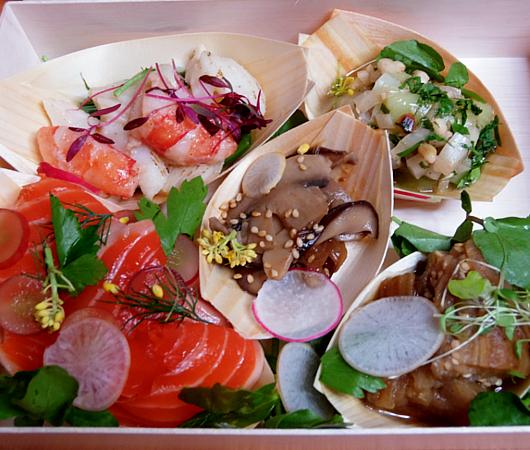 NYの和食レストラン、ミフネ(MIFUNE)初の宅配セット、特製ちらし寿司うに・まぐろ追加トッピング・バージョン_b0007805_03424541.jpg