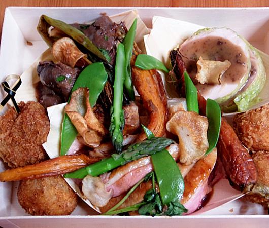 NYの和食レストラン、ミフネ(MIFUNE)初の宅配セット、特製ちらし寿司うに・まぐろ追加トッピング・バージョン_b0007805_03425112.jpg