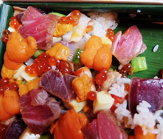 NYの和食レストラン、ミフネ(MIFUNE)初の宅配セット、特製ちらし寿司うに・まぐろ追加トッピング・バージョン_b0007805_04023869.jpg