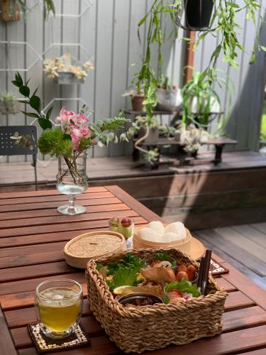 お庭でピクニック_a0142778_17335961.jpg
