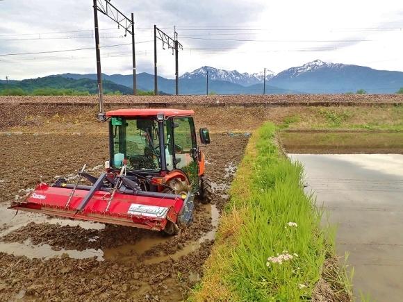 土曜日、兼業農家は「田掻き作業」でした_c0336902_20083995.jpg