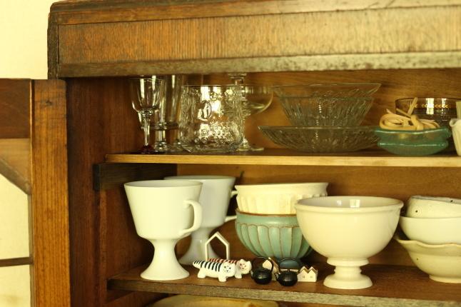 梅雨入り前のお掃除スタート、まずはお気に入りの食器棚から_f0354014_21464933.jpg