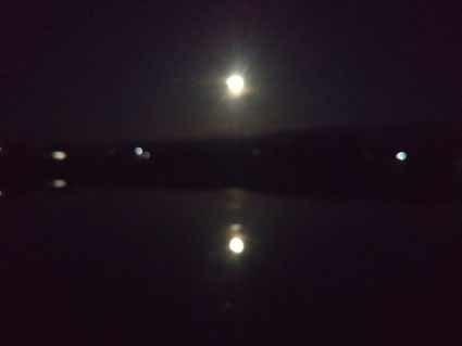 5月の満月は田んぼに映って二つに見えます_b0126182_19555576.jpg