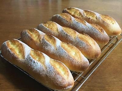 いちごミルクフランスと厚切りチーズトースト_f0231189_18304466.jpg