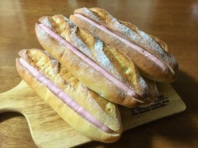 いちごミルクフランスと厚切りチーズトースト_f0231189_22123846.jpg