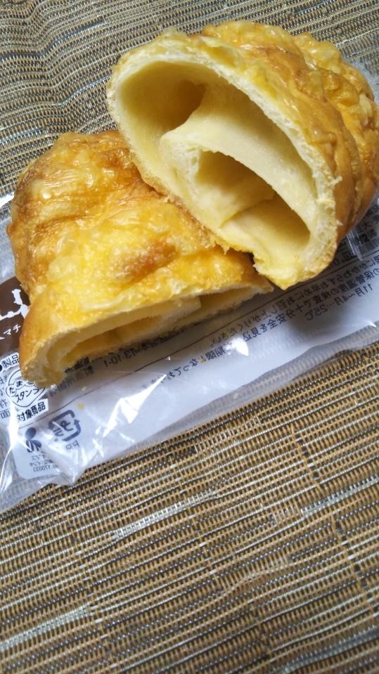 ローソン 塩バターチーズパン_f0076001_23063157.jpg