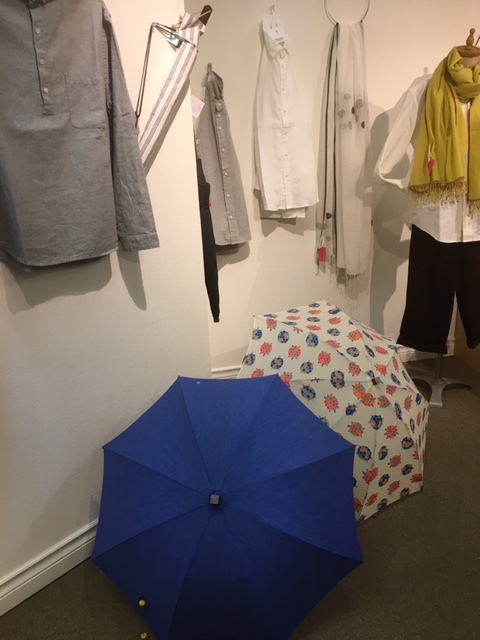 見つけてもらっています。「雨の日の楽しみ」かわいきみ子さんと佐藤新吉さんの細部までのこだわりを。_a0112812_21133462.jpg
