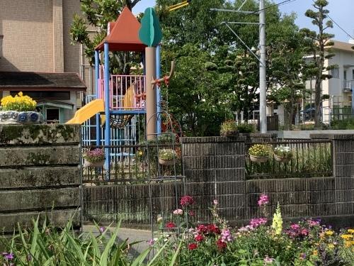 幼稚園のお庭 3_c0107515_08593838.jpeg