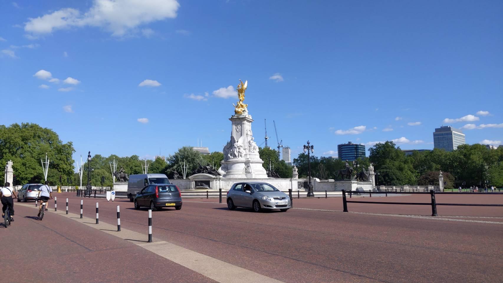 バッキンガム宮殿付近を自転車で_f0380234_00500683.jpg