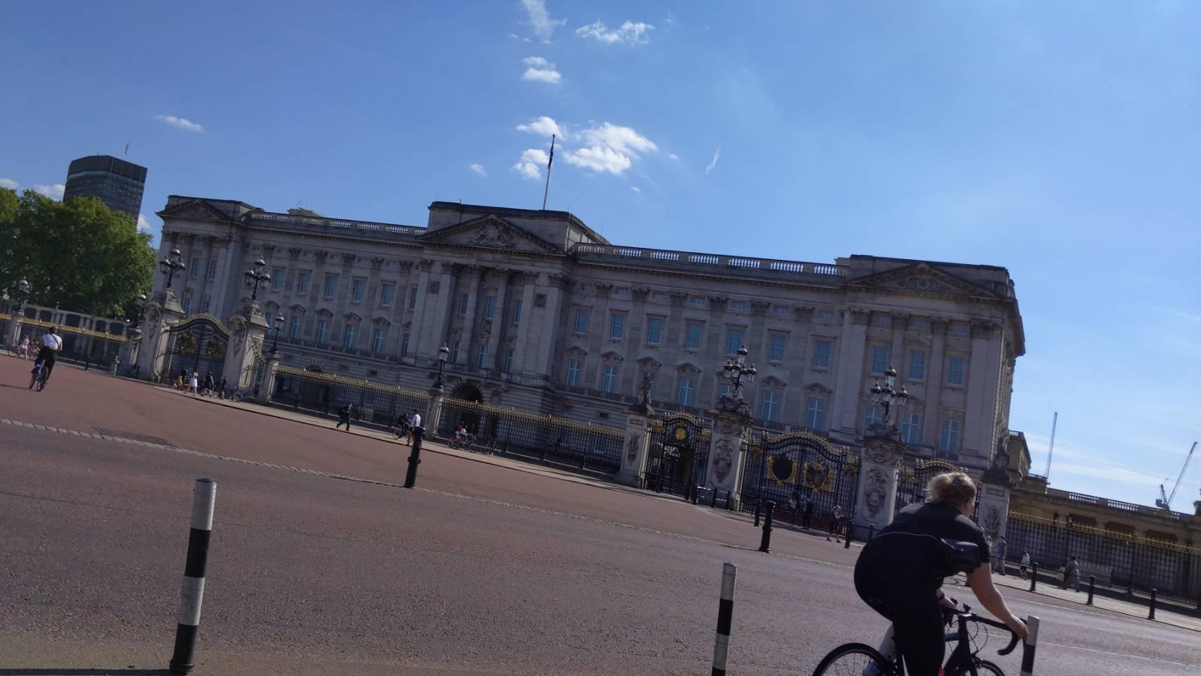 バッキンガム宮殿付近を自転車で_f0380234_00515273.jpg