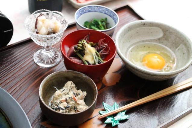 山菜すき焼き・・・土楽の黒鍋_d0377645_22441524.jpg