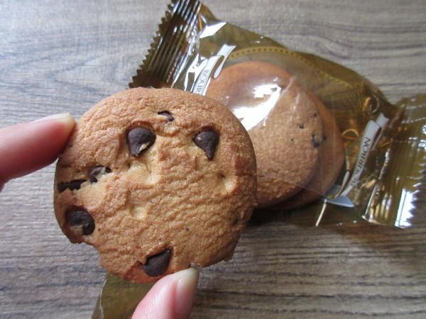 【ブルボン】チョコチップクッキー_c0152767_17453780.jpg