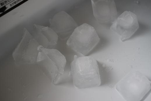 自動製氷機の洗浄をする。_d0291758_2232228.jpg