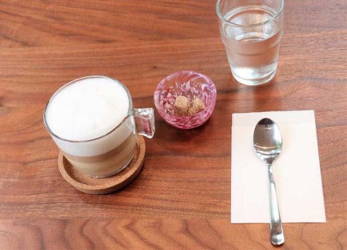 大宮公園に接し、風通しの良いカフェ店_d0150720_17035817.jpg