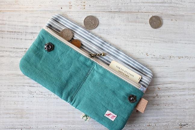この2つ折り布財布はラッキーカラーとヘキサゴンの布合わせで♪_f0023333_20580550.jpg