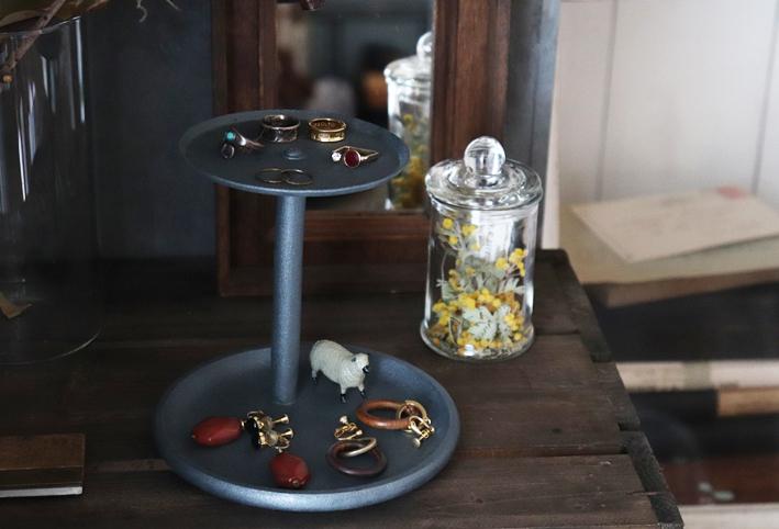 セリアのキッチングッズで簡単DIY☆ジュエリー収納「2段トレイ」_d0351435_07161338.jpg