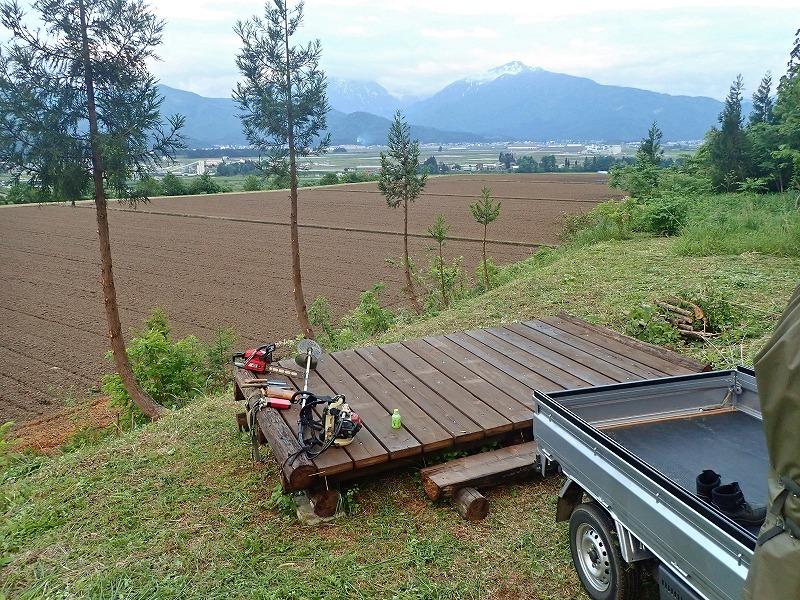 土曜日の兼業農家は少し時間が空いてフットパスの「休憩ポイント」の整備をすることに_c0336902_20092640.jpg