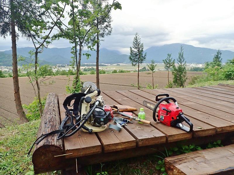 土曜日の兼業農家は少し時間が空いてフットパスの「休憩ポイント」の整備をすることに_c0336902_20093046.jpg