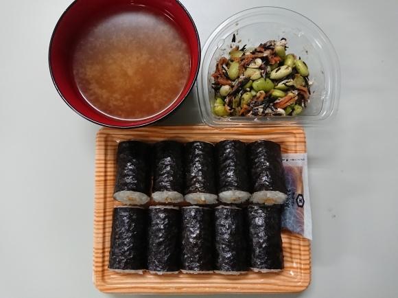 5/25夜勤飯 ファミマ 納豆細巻寿司、枝豆とひじきの生姜風味鶏サラダ_b0042308_01352119.jpg