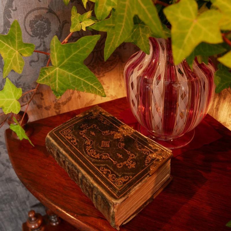 Vol.50  イタリアの女神の椅子に願いをこめて_d0166936_18284841.jpg