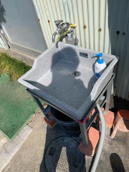 工場の外にも手洗い台 設置_f0053665_00504261.jpg