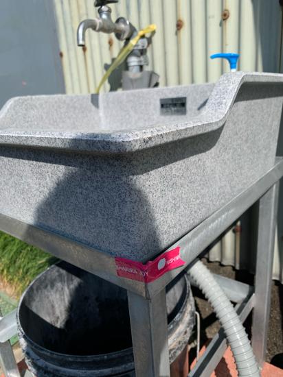 工場の外にも手洗い台 設置_f0053665_00504329.jpg