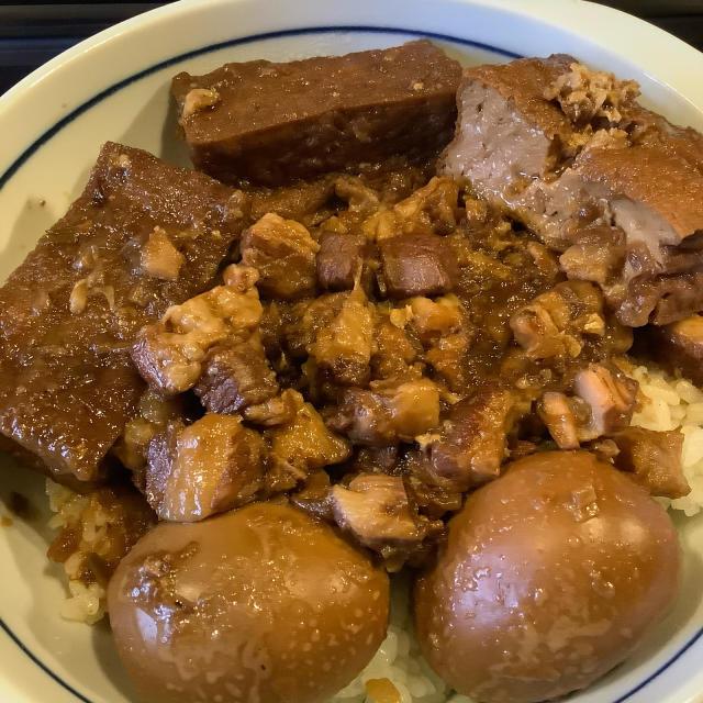 魯肉飯(ルーローハン)を食う。_a0334793_04462879.jpg