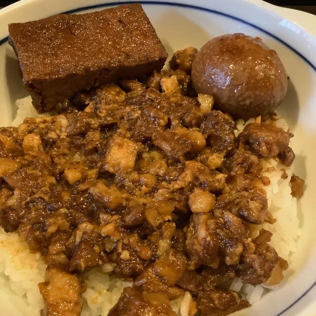 魯肉飯(ルーローハン)を食う。_a0334793_04463812.jpg