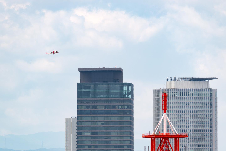ミッドランドスクエアに飛来するトヨタの定期ヘリコプター便_a0177616_21321038.jpg