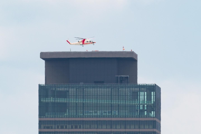 ミッドランドスクエアに飛来するトヨタの定期ヘリコプター便_a0177616_21321085.jpg