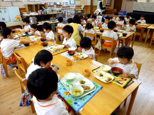 はじめての給食(令和2年度が始まり、みんなで食べる事が…)_e0108263_17304489.jpg