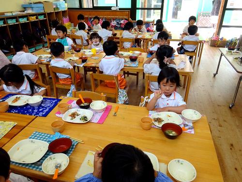 はじめての給食(令和2年度が始まり、みんなで食べる事が…)_e0108263_17305239.jpg