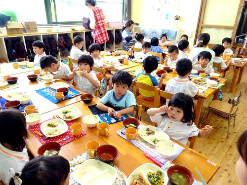 はじめての給食(令和2年度が始まり、みんなで食べる事が…)_e0108263_17310113.jpg