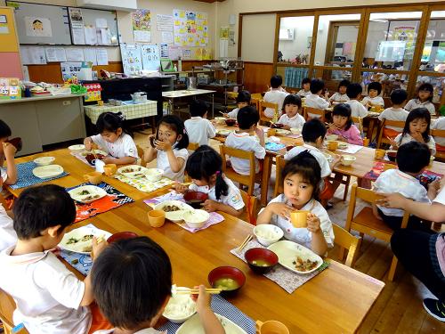はじめての給食(令和2年度が始まり、みんなで食べる事が…)_e0108263_17324172.jpg