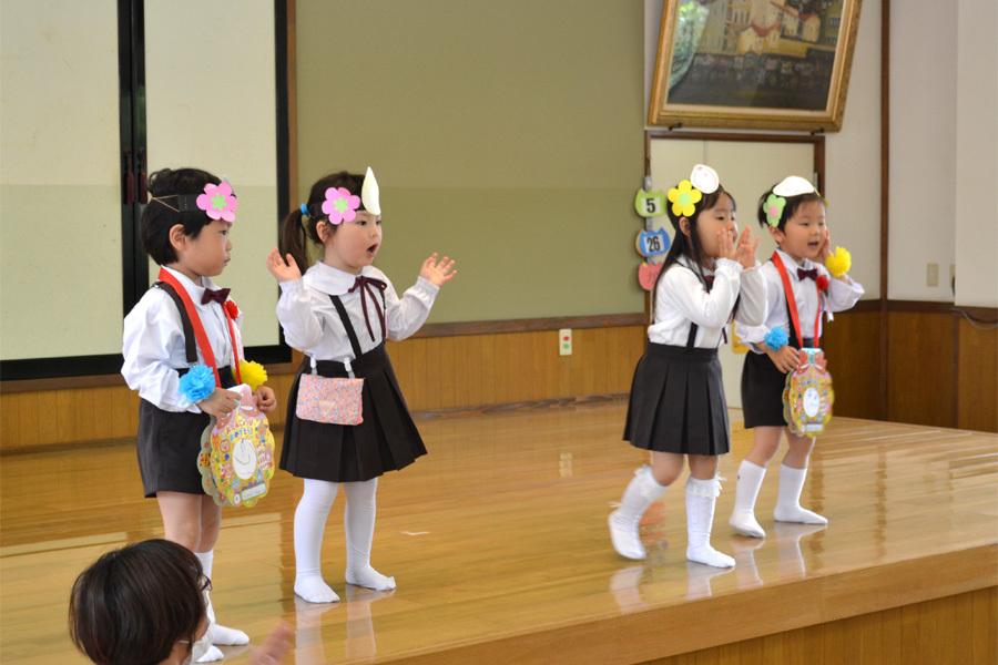 上宮第二幼稚園「お誕生会」_d0353789_16564060.jpg