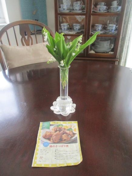 Iさんからの新茶&お庭のお花&新聞に載ってた鶏の煮物&給付金_a0279743_13024125.jpg