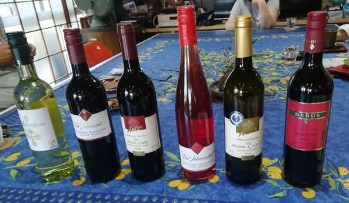 本とワインと木箱と_a0111166_22575753.jpg