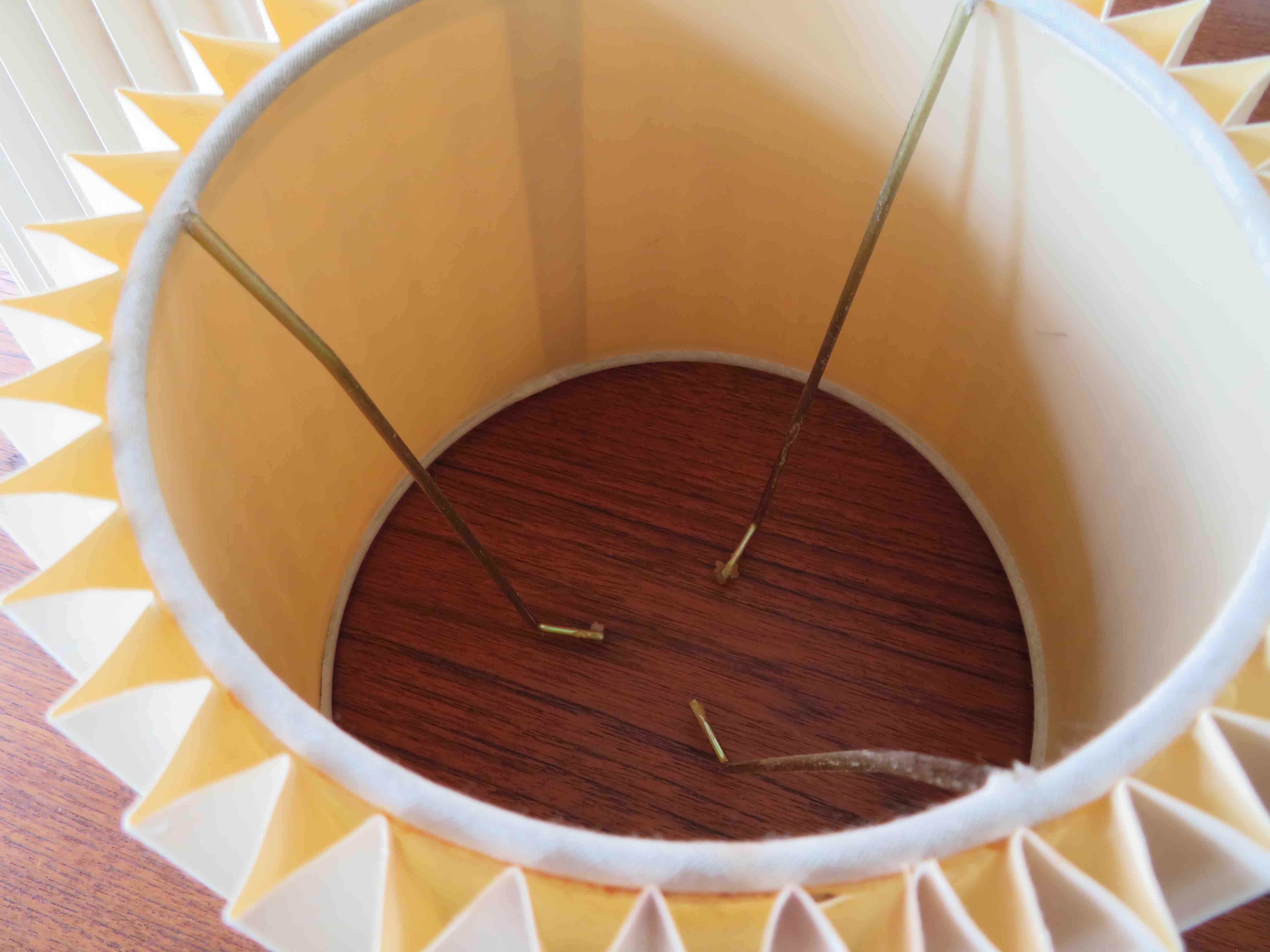プリーツのランプシェード 張替・修理  モリス正規販売店のブライト_c0157866_18074039.jpg