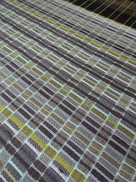 ゼリーのミルフィーユな着尺を織っています。_f0177373_18182585.jpg