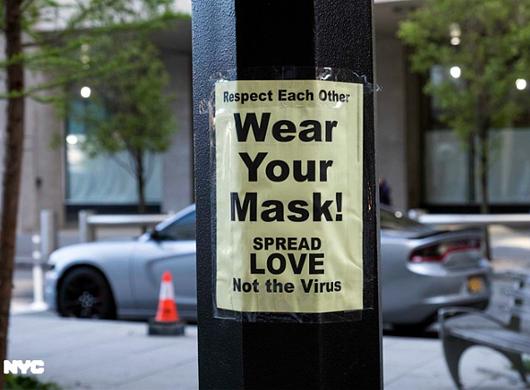マスクにこだわらないのがNY流_b0007805_05492621.jpg