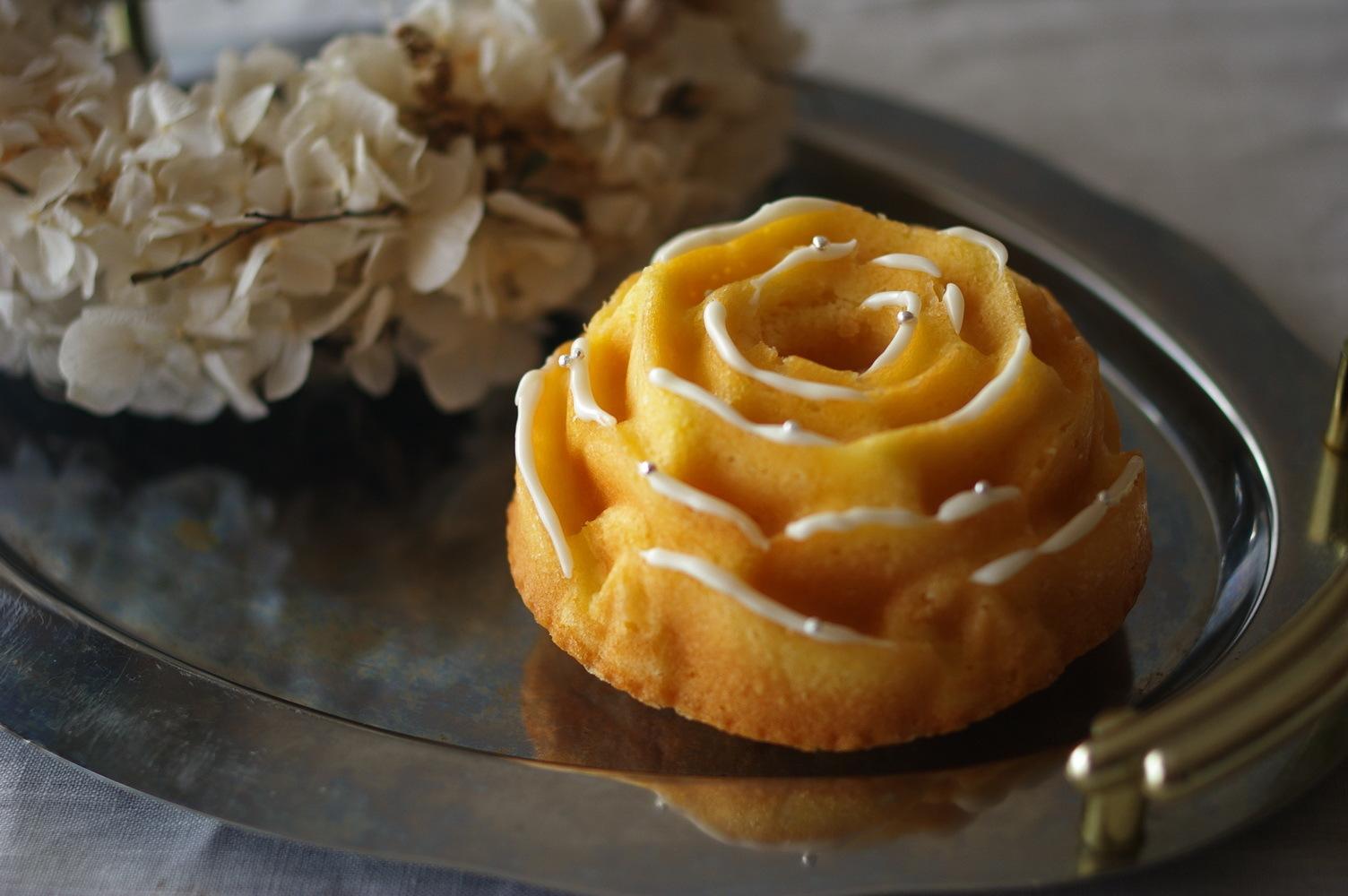 薔薇型で焼くバターケーキ_d0327373_18355678.jpg