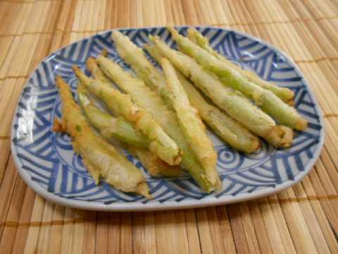 じいちゃんと嫁が山菜採りに&姫竹の天ぷら_f0019498_11334334.jpg
