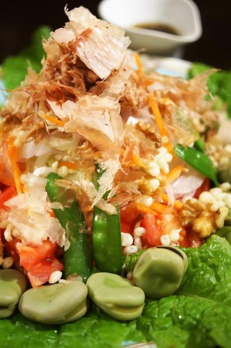 ■菜園料理【採り立て野菜色々+αで豪快にサラダです♪】_b0033423_00205157.jpg