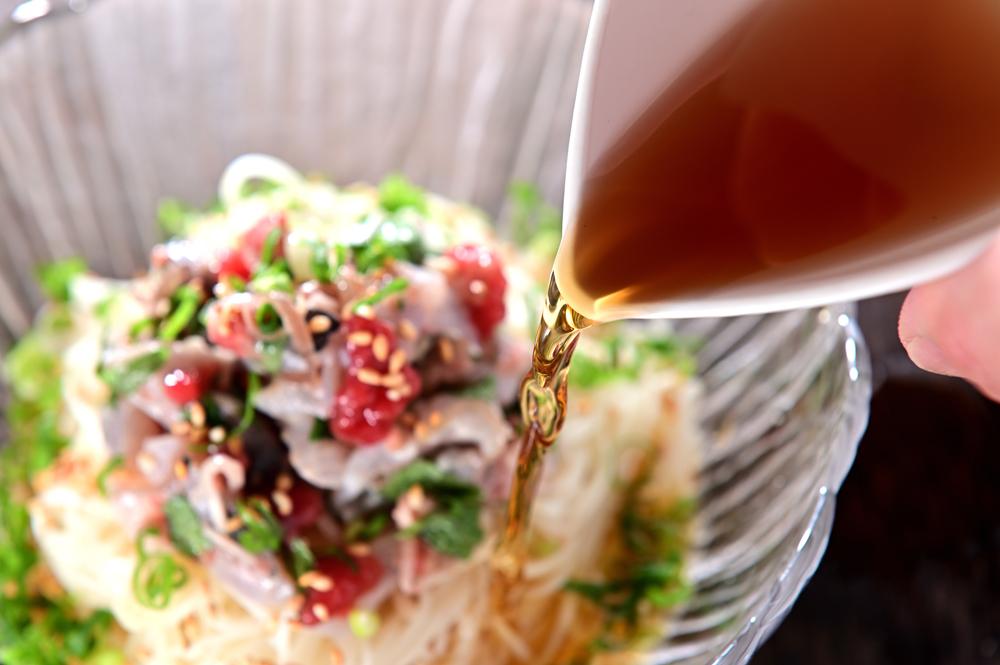 メシ通『魚介を使った簡単レシピ 』☆ アジの梅たたきだけをぶっかけそうめんに!_d0069838_10343565.jpg